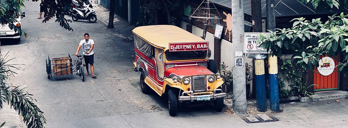 ein Jeepney in Manila. Hier sind das die lokalen Busse