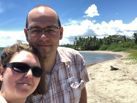 Steffi und Sebastian am Strand von Zamboanguita