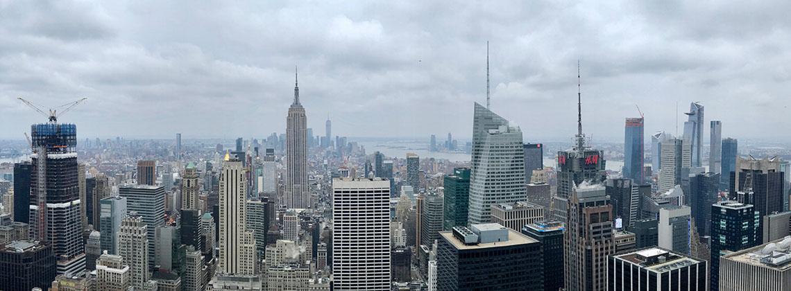 Die Skyline von New York in richtung Downtown vom Rockefeller aus gesehen